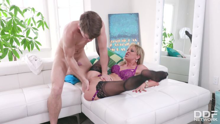Squirting Milf Fucked Balls Deep
